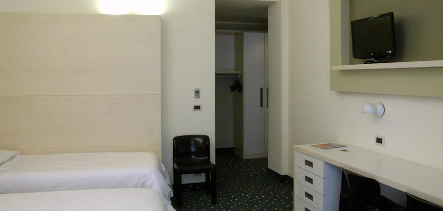 Hotel Piroscafo, Desenzano, Lake Garda, Italy - Triple Room interior.jpg